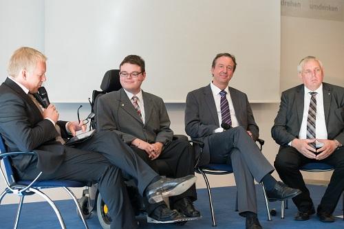 v.l.: J.B. Kerner mit Constantin Grosch, Dr. Martin Danner, Karl-Josef Laumann